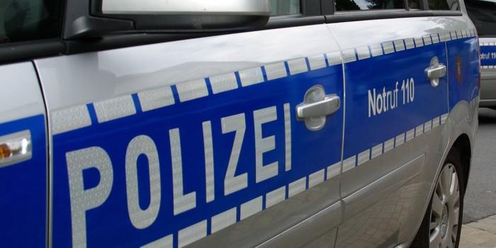 Unfall im Berufsverkehr – Auto zwischen Bus und Lkw eingeklemmt