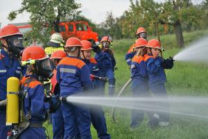 Jugend der FF-Breckenheim beim löschen