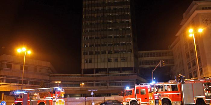 Feuermeldung sorgt für langwierigen Einsatz im ehemaligen R+V-Hochhaus