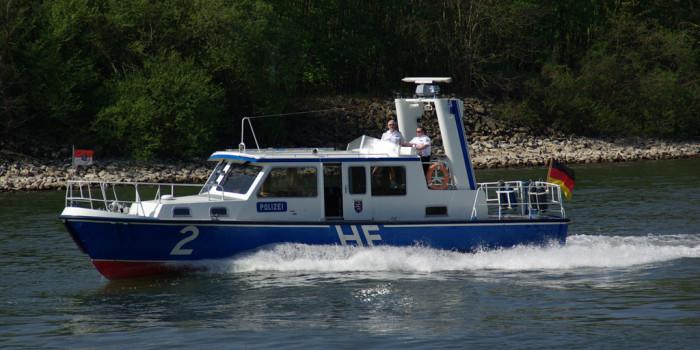 Bergung eines Fahrzeuges aus dem Rhein bei Rüdesheim