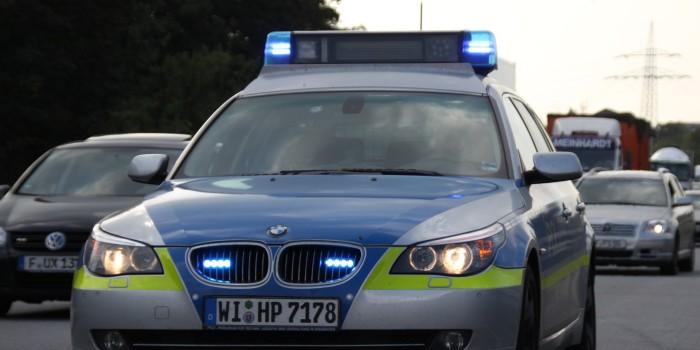 Tödlicher Streit auf der A3: VW Bus erfasst zwei Personen