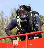 Feuerwehrtaucher im Einsatz: Ölfass im Schiersteiner Hafen gefunden