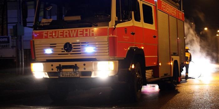 Mehrere Mülltonnen in Brand gesteckt – Polizei sucht Zeugen