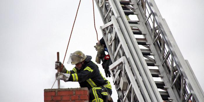 Schornsteinbrand beschäftigt Feuerwehr in Heßloch