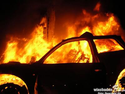 Tödlicher Unfall auf der A3 am Elzer Berg – Beifahrer verbrennt im Auto
