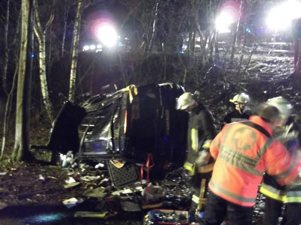 Zwei Personen bei Glätteunfall auf der Platte schwer verletzt