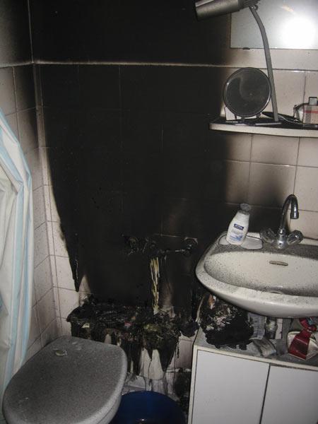 Brennender Toiletten-Spülkasten löscht sich selbst