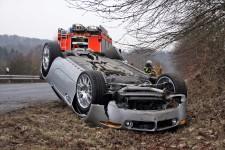 Sportwagen überschlägt sich – 50.000 Euro Schaden