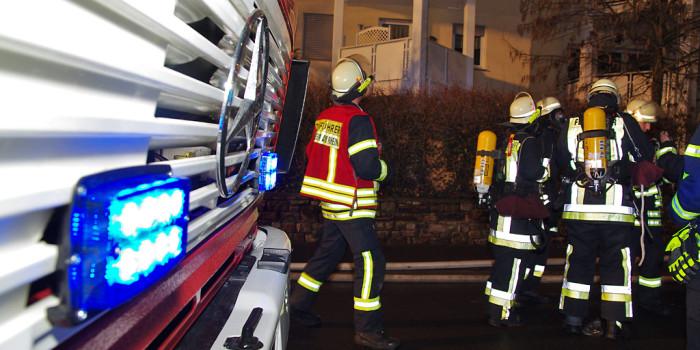 Autokran brennt in Rüdesheim – Polizei vermutet Brandstiftung
