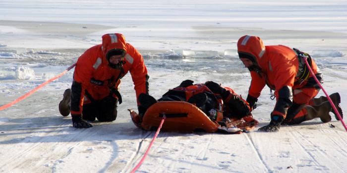 Lebensgefahr: Feuerwehr warnt vor Betreten von Eisflächen