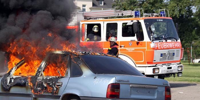 Fünf Fahrzeuge in Mainz in Brand gesteckt – Polizei sucht Zeugen