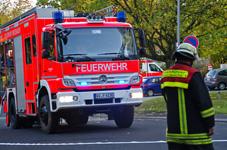 Feuer schnell gelöscht – Zeitungsstapel brennt im Treppenhaus
