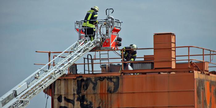 Verladekran am Schiersteiner Hafen gerät in Brand