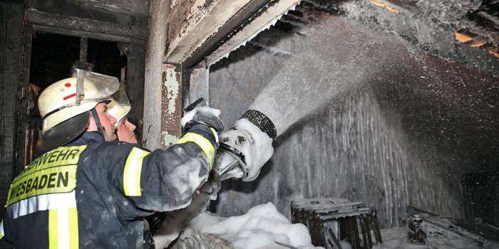 Sieben Einsätze in der Nacht – Feuerwehr Wiesbaden im Dauereinsatz