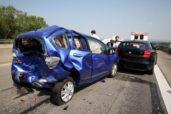 Drei Unfälle auf der A643 – Schwerer Auffahrunfall im Stau