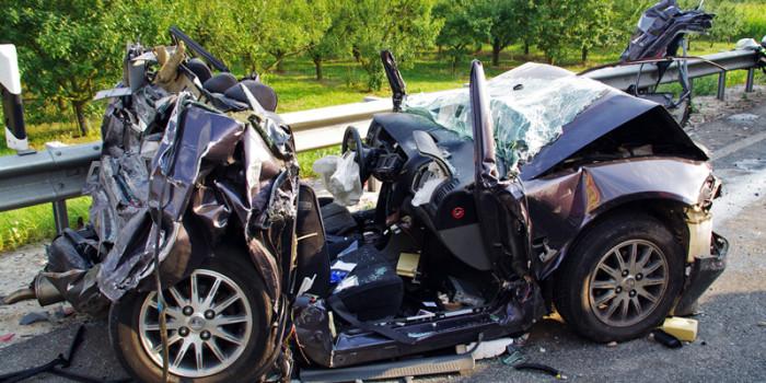 Lkw fährt in stehende Autos – Zwei Tote auf der A60