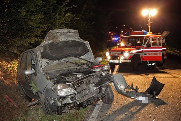 Mehrfach überschlagen: 19-jähriger Autofahrer schwer verletzt