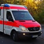 Motorradfahrer prallt gegen Telefonmast und löst weiteren Unfall aus