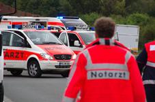 Transporter überschlägt sich auf A67 – Drei Schwerverletzte