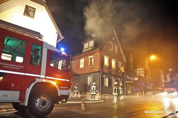 Massive Rauchentwicklung: Zwei Verletzte bei Schornsteinbrand in Naurod