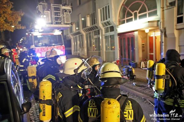 Zimmerbrand: 16 Bewohner evakuiert – Brandstifterin festgenommen