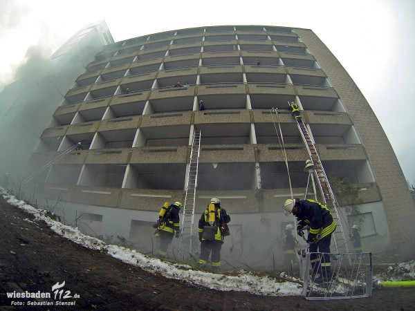 Explosion einer Fliegerbombe – Großübung von Feuerwehr und THW in Bad Schwalbach