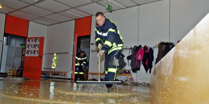 Wasserrohrbruch überschwemmt Grundschule Schelmengraben – 1500m² unter Wasser