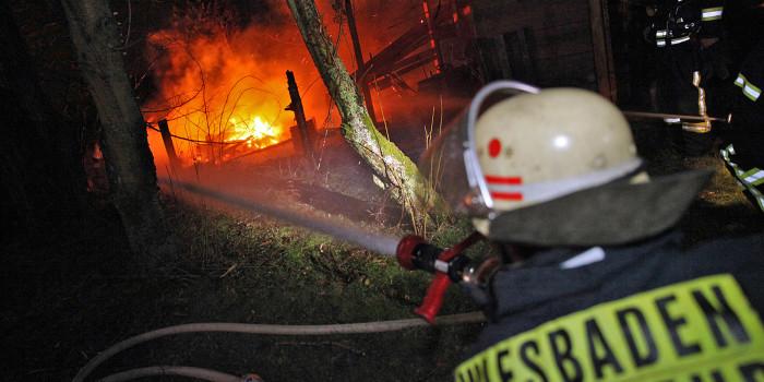 Wohnwagen in Garten bei Naurod niedergebrannt