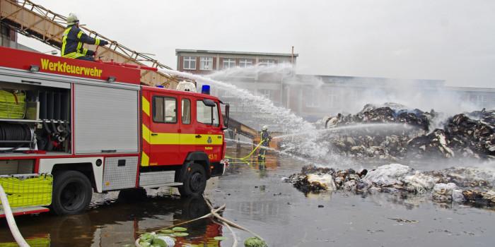 Großbrand bei SCA – 100 Tonnen brennen in Papierfabrik
