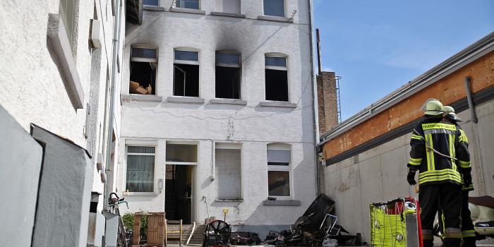 Zwei parallele Wohnungsbrände im Westend fordern Feuerwehr