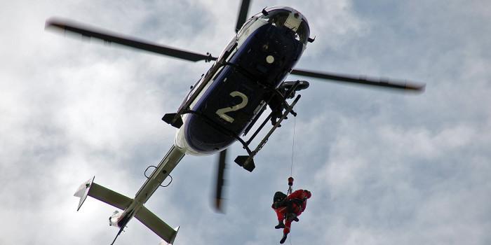 Luftgestützte Höhenrettung: Wiesbadener Höhenretter und Polizeifliegerstaffel bilden Einheit