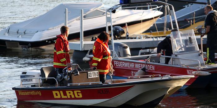 Großaufgebot an Rettungskräften sucht nach gekentertem Schlauchboot