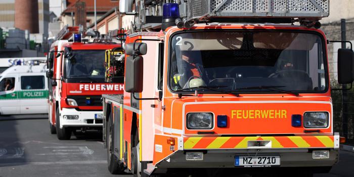 Zwei 17-Jährige stürzen in Mainzer Schule von Dach