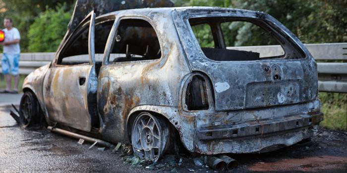 Auto brennt auf der A 671 völlig aus