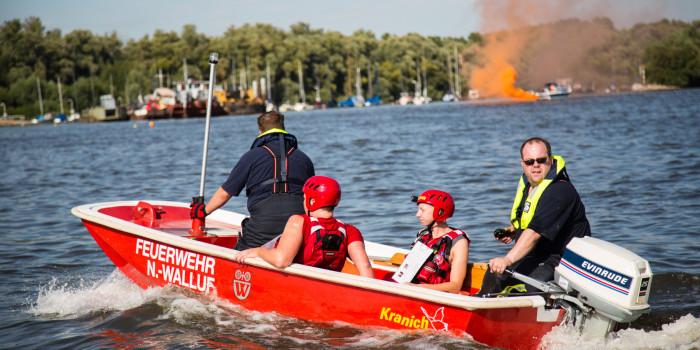 Motorboot stößt mit Paddlern zusammen – Großübung auf dem Rhein bei Walluf