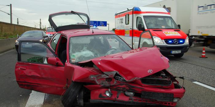 Schwerer Unfall auf der A3 – Rettungskräfte wegen unklarer Meldung mit Großaufgebot im Einsatz