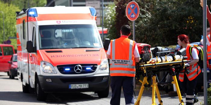 Zusammenstoß zwischen Krankenfahrstuhl und Roller