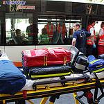 Fahrgäste im Bus verletzt – Verursacher flüchtet