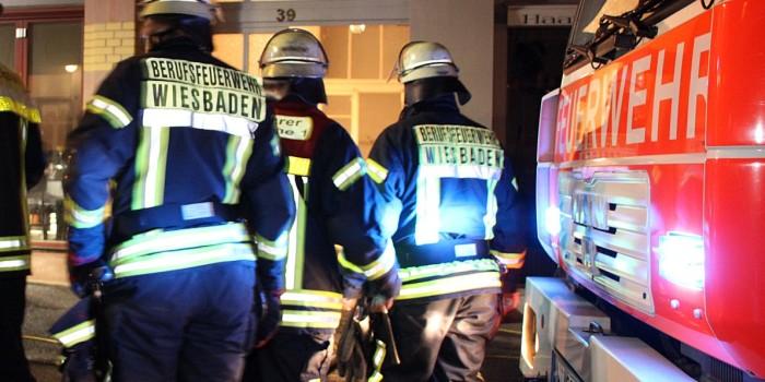 Drei Brandstiftungen in der Nacht: Mülltonne, Sperrmüll und Wohnmobil in Flammen