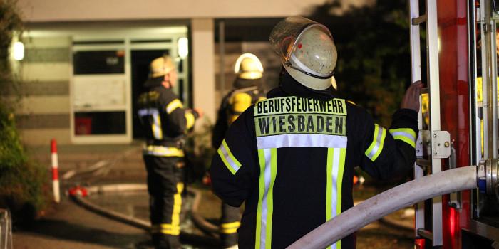 Wohnungsbrand schnell gelöscht – Bewohner bei Löschversuchen verletzt