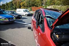 Unfall auf der A66: Nach Berührung mit Lkw auf der Seite gelandet