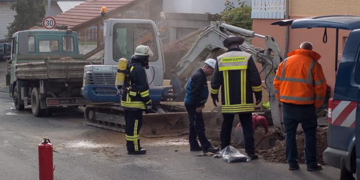 Bagger beschädigt Gasleitung – 10 Häuser evakuiert