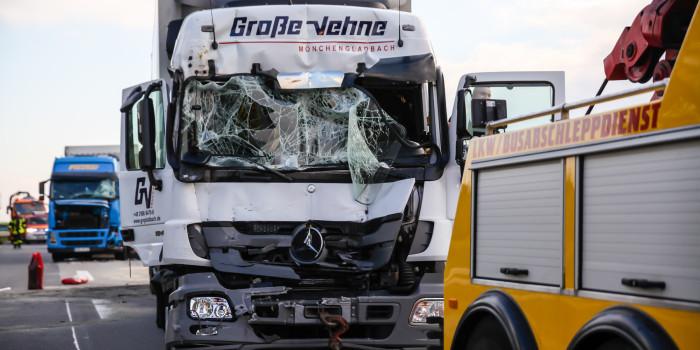 Langer Stau auf der A3 nach Auffahrunfall mit drei Lkw – Drei Verletzte