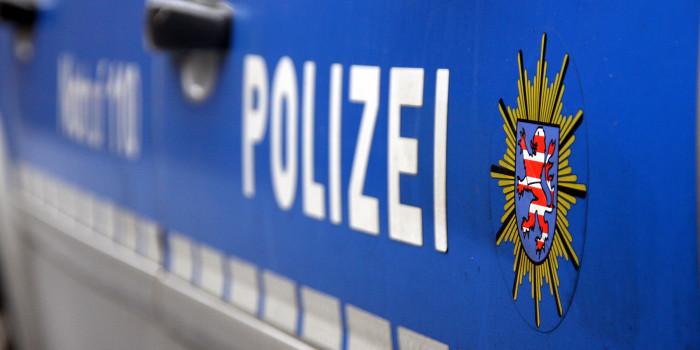 Unfall mit Linienbus auf B417 – Polizei sucht Zeugen