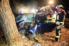 Frontal gegen Baum geprallt: Tödlicher Unfall auf der B417