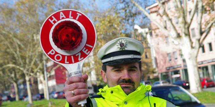 """""""Die Polizei ist auch in der Lage Rotlichtverstöße zu kontrollieren"""" – Polizei Wiesbaden kontrolliert vermehrt Ampeln mit neuer Videotechnik"""