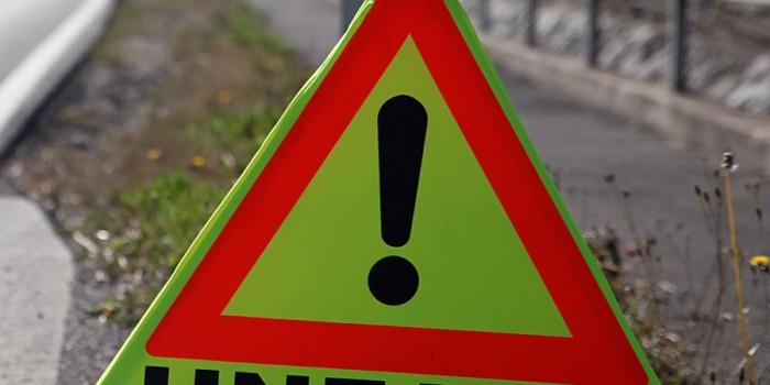 Radfahrer schwer verletzt- Unfallgegner flüchtet