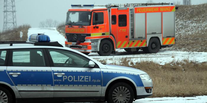 Fahrzeug flüchtet nach Zusammenstoß mit Lkw und Kleintransporter auf der A60