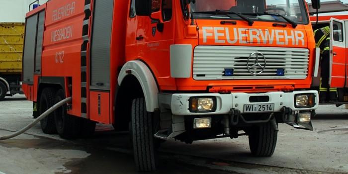 Lagerhallenbrand in Erbenheim schnell gelöscht – 150.000 Euro Schaden