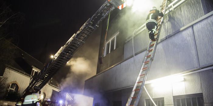Feuer, Rauch und Explosionen: Realistische Alarmübung in Hochheim